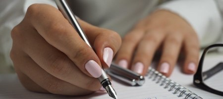 picography-woman-writing-notepad