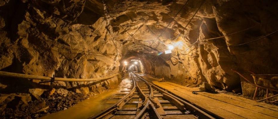 13 personas quedan atrapadas bajo tierra tras inundación en mina de carbón en China