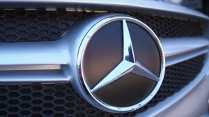 Tanoira y Errecondo asesoran a Mercedes-Benz en emisión