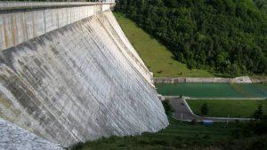 Tres firmas peruanas en financiamiento otorgado a Central Hidroeléctrica Manta
