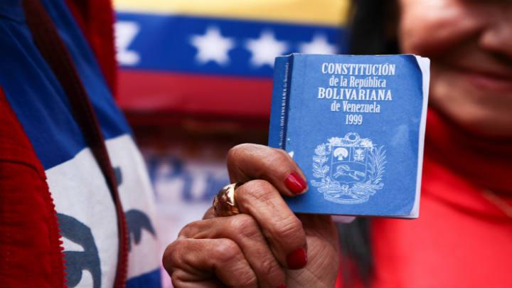Profesores y organizaciones analizan en libro colectivo convocatoria a Constituyente en Venezuela