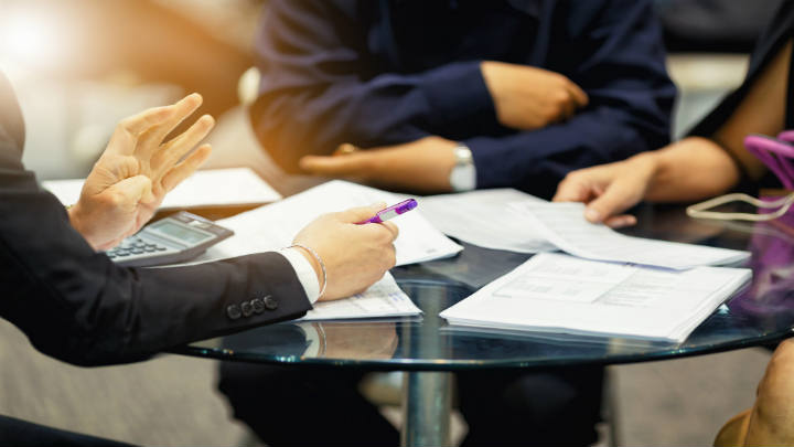IPS otorga primer crédito avalado por BID Invest a Banco Familiar